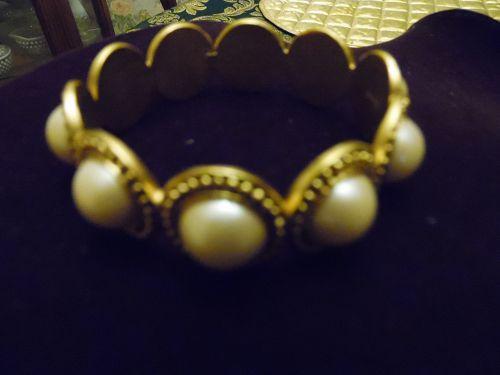 MONET Vintage Bangle Bracelet lg Pearl Cabs & Chunky Gold Filigree