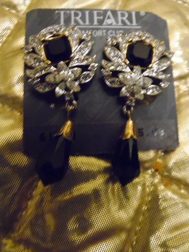 Beautiful Trifari rhinestone dangle earrings with black accent stones
