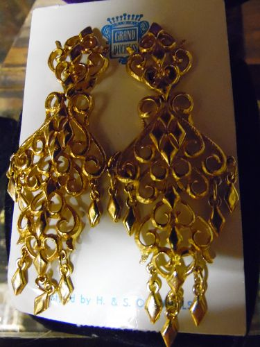 H&S Originals vintage gold tone dangle clip earrings Grand Duchess