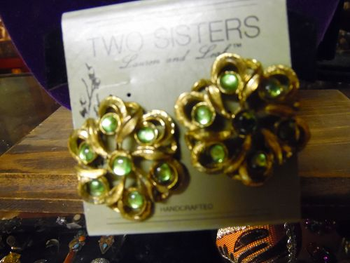 Two Sisters antiqued gold peridot rhinestone flower clip earrings 1.5
