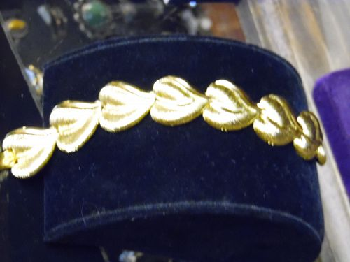 Gleaming Napier gold tone leaf bracelet