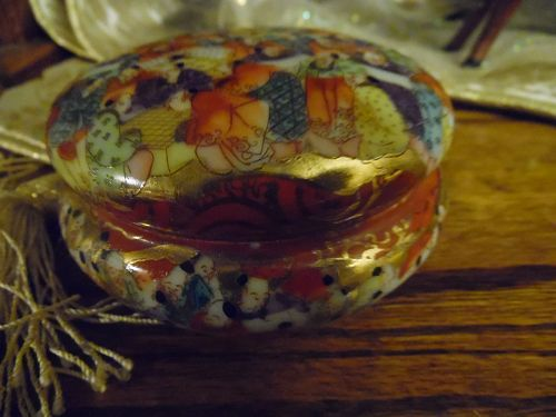 Vintage Japanese Thousand Faces porcelain dresser powder jar