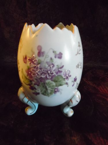Large Napcoware lt blue footed egg vase with violets