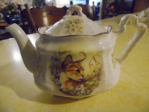 Vintage Arythur Wood  & Son Staffordshire England teapot with cat