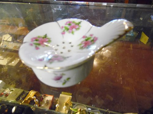 Norcrest vintage porcelain 2 pc floral tea bag strainer