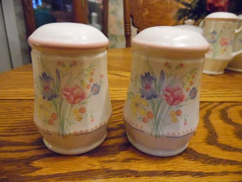 Sarma Victorian Flowers large salt and pepper shakers
