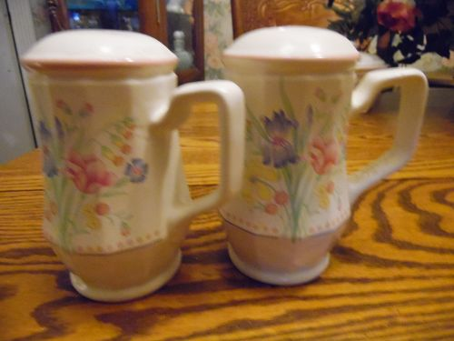 Sarma Victorian Flowers large handled range shakers
