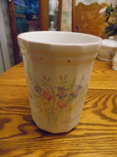 Sarma Victorian Flowers utensil holder