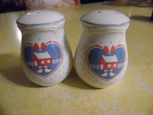 B & D Heart barn and geese shakers