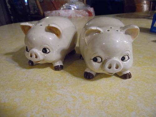 OMC Otagiri pigs salt and pepper shakers
