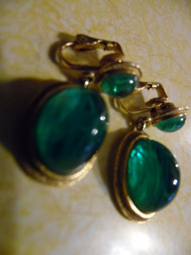 Weiss emerald green jelly gold tone dangle earrings clop backs