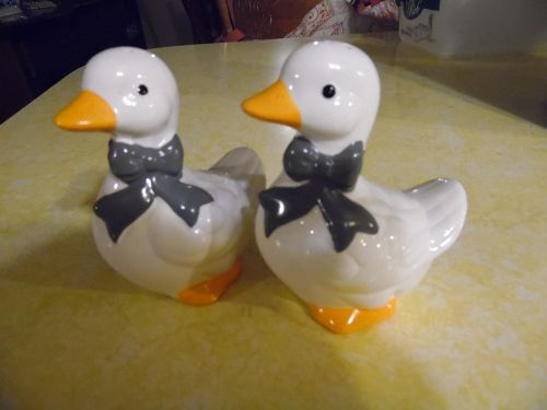 Blue Ribbon geese figural salt and pepper shakers ceramic