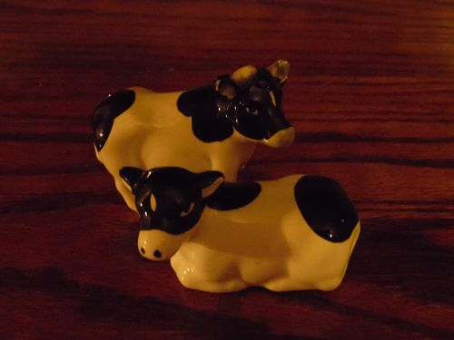 Otagiri black and white bull and cow salt pepper shakers