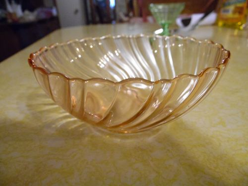 Arcoroc Torsade pink swirl dessert bowl France