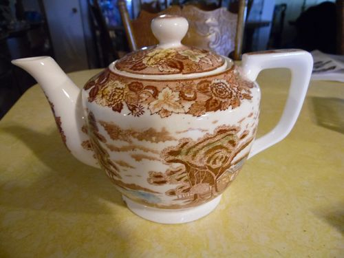 Rare Nasco Mountain Woodland musical teapot PERFECT