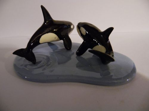 Hagen Renaker Sam and Lotta  killer whales with water base, #885 #886