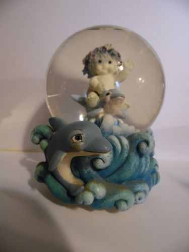 Dreamsicles Delightful Dolphins snow globe Plays you've got a friend