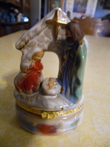 Manger nativity scene porcelain trinket box