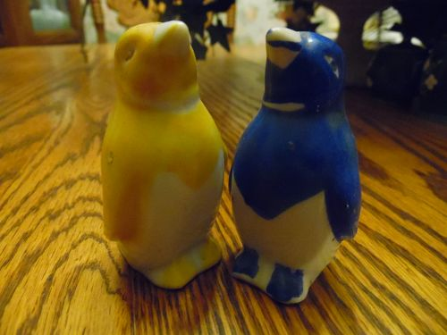 Vintage porcelain penguin salt and pepper shakers