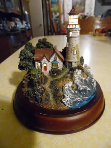 Thomas Kinkade Beacons of hope lighted lighthouse figurine boxed coa