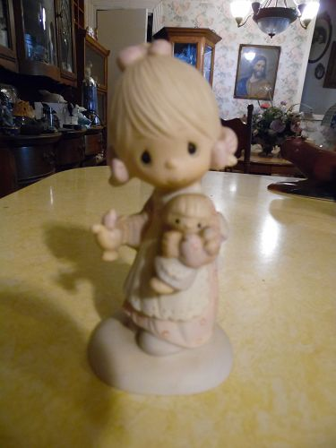 Precious Moments Figurine Jesus is the Light 1373/G Girl with Candle