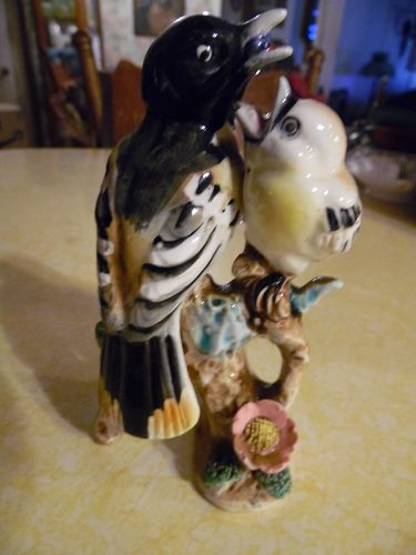 Vintage Japan Oriole and baby bird figurine 58/504
