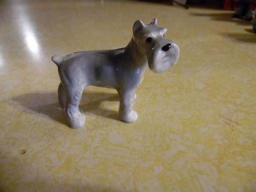 Haen Renaker light grey and white schnauzer  figurine 848