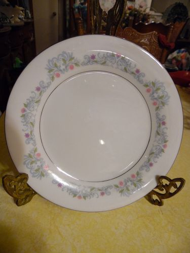 Crown Ming Fine China  Windsor pattern Salad Plate