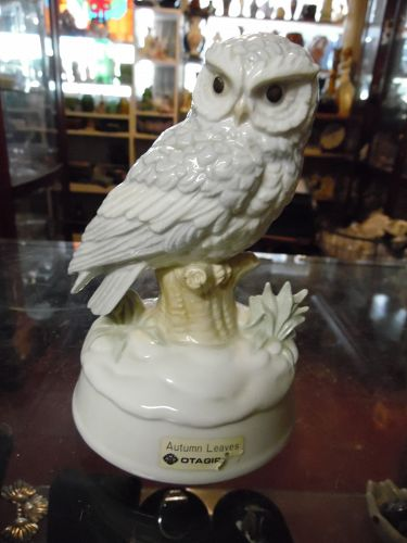 Vintage Otagiri owl music figurine plays Autumn leaves