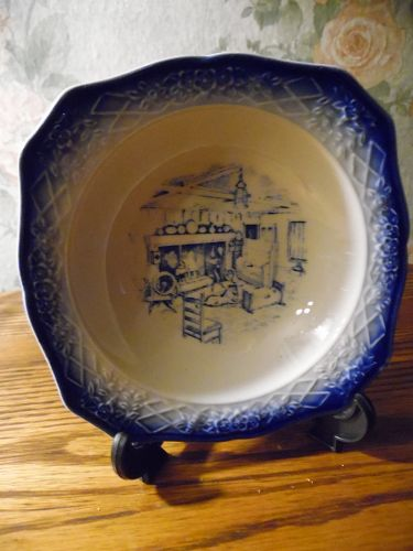 Early American by Salem fruit sauce bowl flow blue