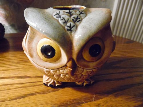 Adorable vintage ceramic owl tea lite holder, 1970's