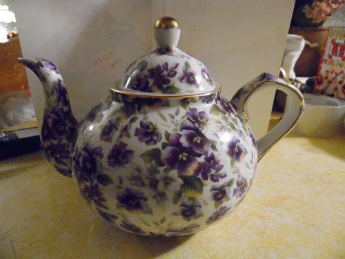 Lovely Chintz Purple Pansies Porcelain teapot
