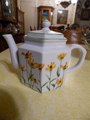 Toscany Collection black eyed susan's teapot