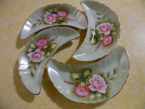 Lefton  green Heritage crescent bone dishes