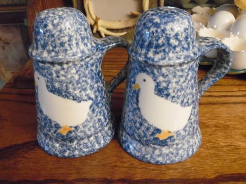 N S Gustin blue stipple  white duck large shakers blue sponge style