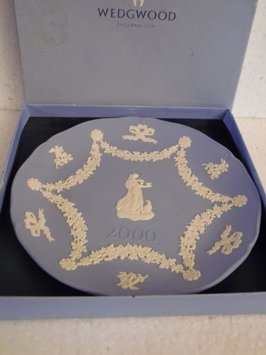 Wedgewood blue and white Jasperware 2000 collector plate boxed
