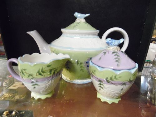 Home Interiors Wiasteria Collection Teapot cream and sugar set
