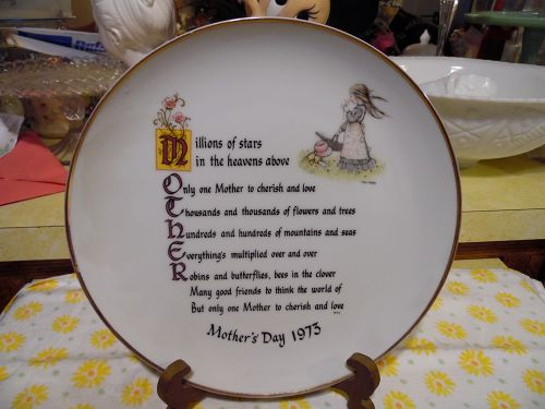 Holly Hobbie mothers Day 1973 plate  M O T H E R
