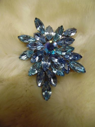 Beautiful large blue vintage rhinestone brooch