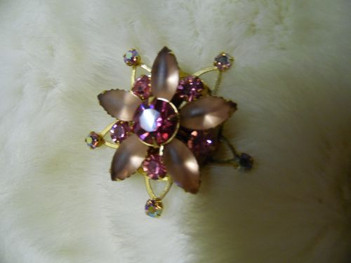 Vintage  goldtone pink  flower star pin with rhinestones
