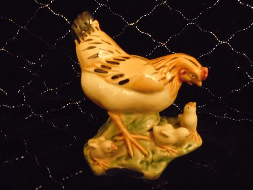 Chinese Shiwan porcelain hen and chicks figurine