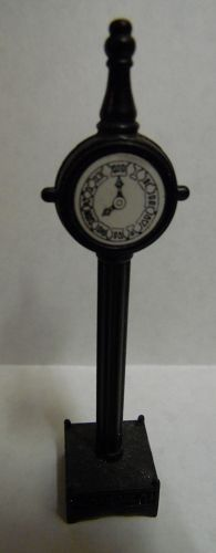 Heritage Village black metal town clock #51101 Retired