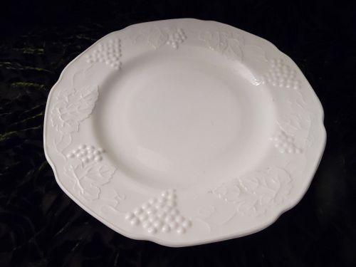 Indiana Colony Harvest Grape Milk Glass 9 3/4 Dinner Plate