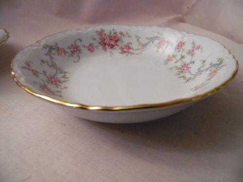 Richelieu Hutschenreuther Porcelain China fruit or sauce bowl