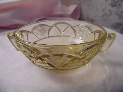 Federal Glass Rosemary, aka Dutch rose amber-yellow cream soup bowl