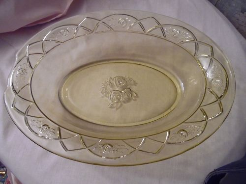Federal Glass Rosemary, aka Dutch rose amber-yellow oval serving bowl
