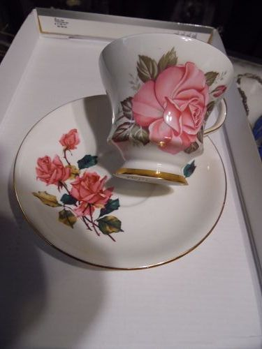 Windsor bone china teacup and saucer large pink roses
