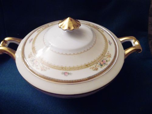 Meito china hand painted covered casserole vegetable  Camden pattern