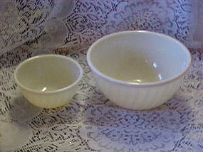 "9"" Ivory swirl Fireking mixing bowl"