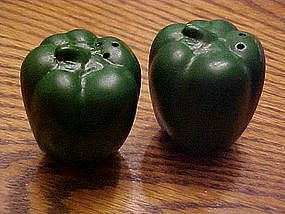 Bell pepper salt and pepper shakers